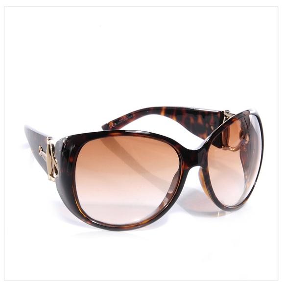 076af96ab2 Gucci Accessories - Gucci tortoiseshell horsebit sunglasses